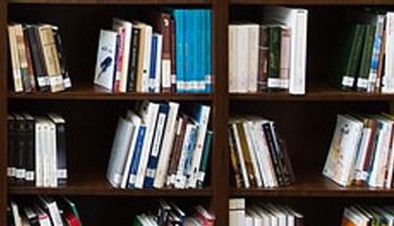 Nossa biblioteca está à disposição da comunidade acadêmica