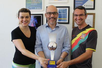 Equipe de futsal feminino da Faculdade Metodista conquista segundo lugar na Copa Oreco