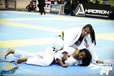 Aluna de Educação Física ganha campeonato nacional e internacional de Jiu-jitsu