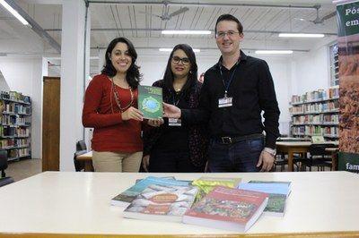 Biblioteca da Faculdade Metodista recebe doação de 63 livros