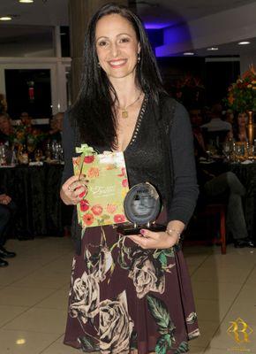 Professora de Educação Física da Faculdade Metodista recebe prêmio APUSM